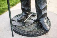 Statue_of_Henry_Styleman_le_Strange_Base
